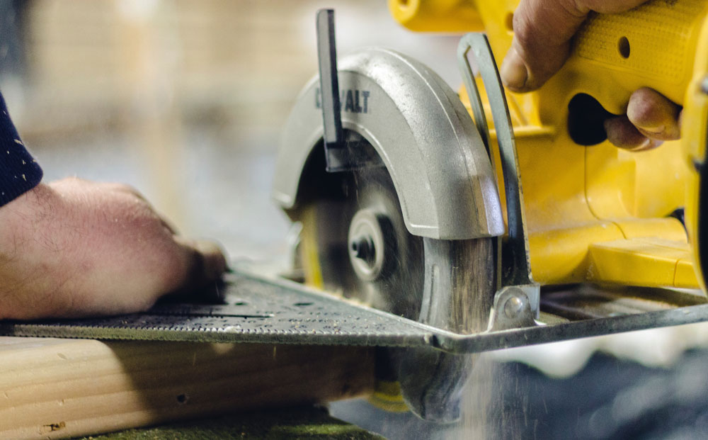 construction-website-feature-image-circular-saw-and-speed-square-1000x